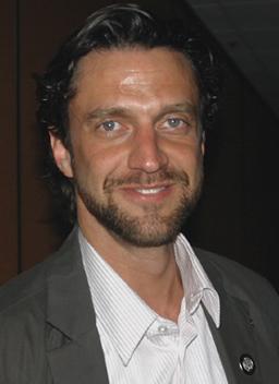 Raúl Esparza; photo by Michael Portantiere