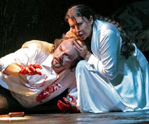 Zeljko Lucic and Maria Guleghina in MACBETH, photo by Ken Howard/Metropolitan Opera
